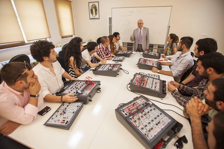 İstanbul Arel Üniversitesi Elektrik Laboratuvarı