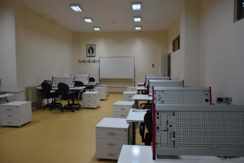 İstanbul Arel Üniversitesi Analog Elektrik Laboratuvarı