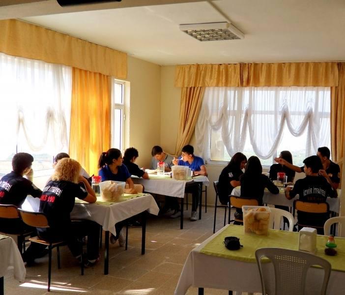 İzmir Esnaf ve Sanatkarlar Odaları Birliği Mesleki ve Teknik Anadolu Lisesi