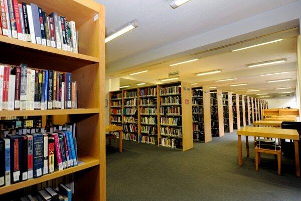 İstanbul Esenyurt Üniversitesi Kütüphanesi