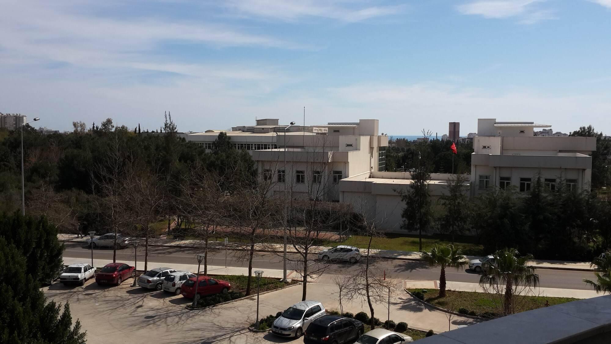 Akdeniz Üniversitesi Sosyal Bilimler Enstitüsü