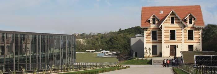 MEF Üniversitesi Kütüphanesi